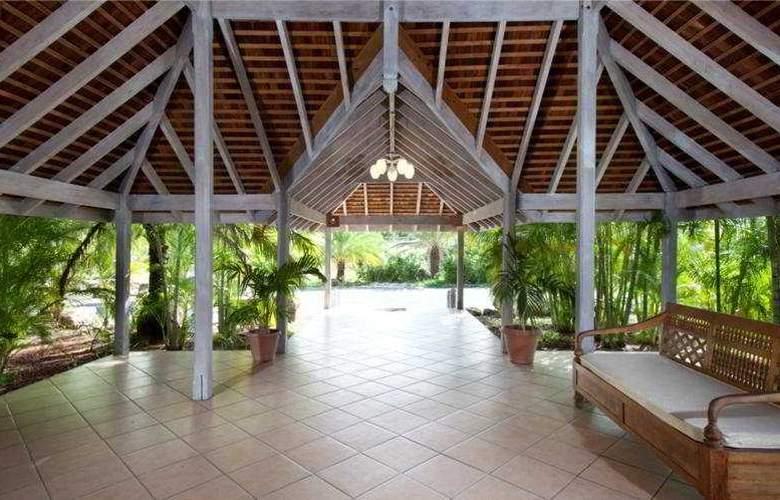 Coconut Beach Club - Terrace - 9