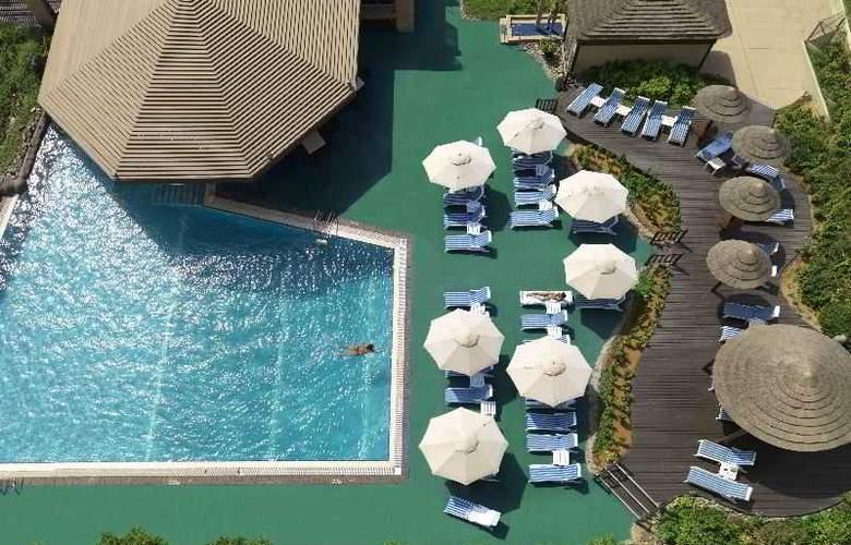 Radisson Blu Hotel, Dubai Deira Creek - Pool - 0