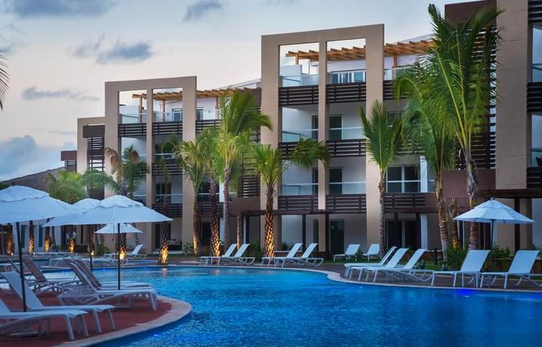 Blue Beach Punta Cana Luxury Resort Categoría - Pool - 2