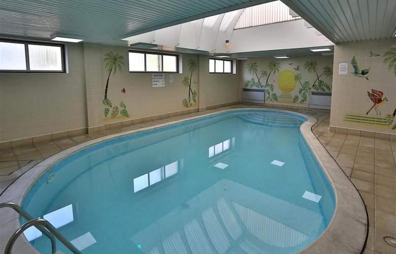 Best Western York House - Pool - 3