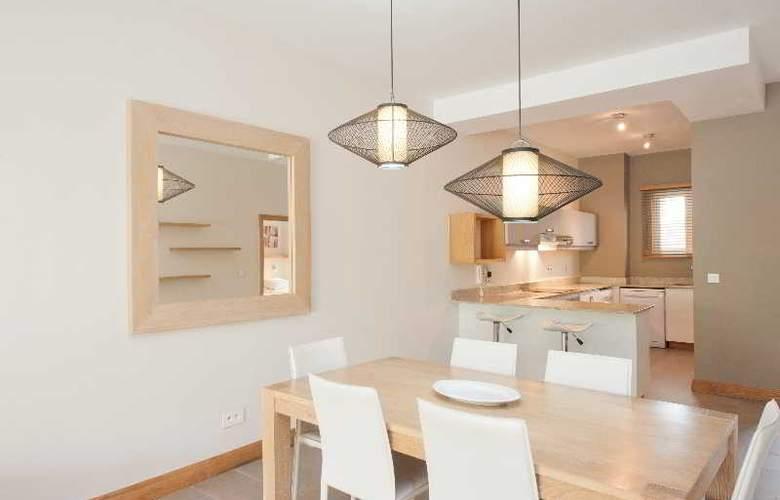 Cape Bay Luxury Beach Apartments By BARNES - Room - 16