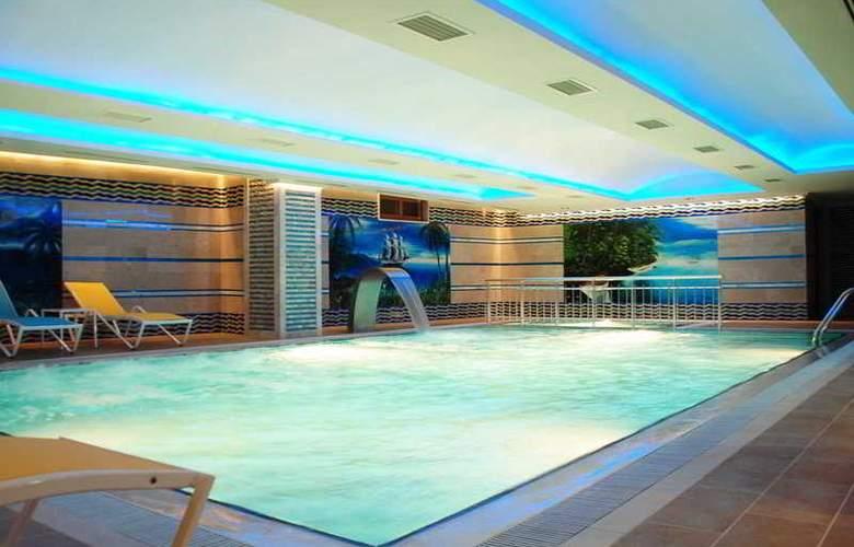 White Gold Hotel & Spa - Pool - 3