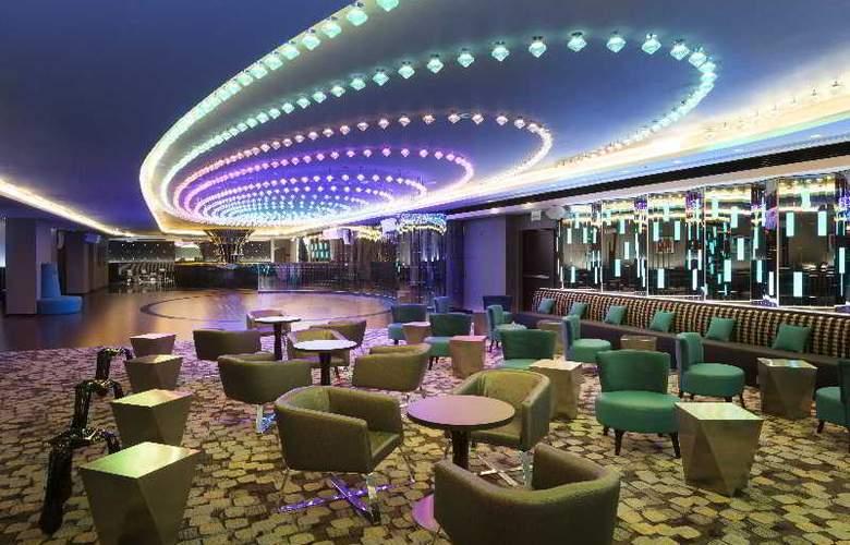 DoubleTree by Hilton Warsaw - Bar - 4