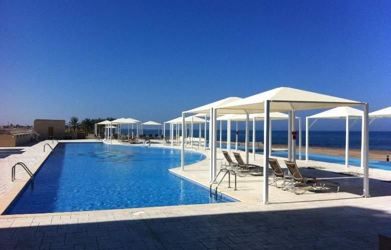 Millennium Resort Mussanah Oman - Pool - 3