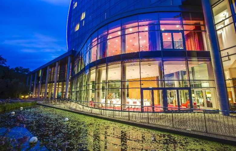 Radisson Blu Hotel Frankfurt - Terrace - 11