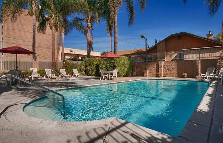Best Western Airpark Hotel - Pool - 66