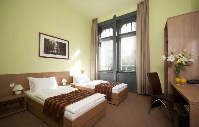 Queen Elizabeth - Room - 8
