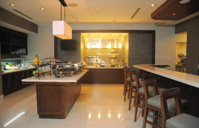 Hilton Garden Inn Panama - Bar - 3