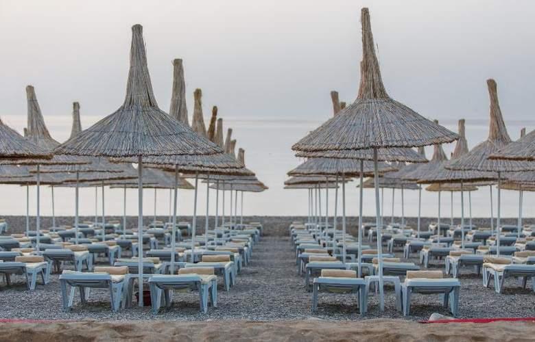 Novia Lucida Beach Hotel - Beach - 22