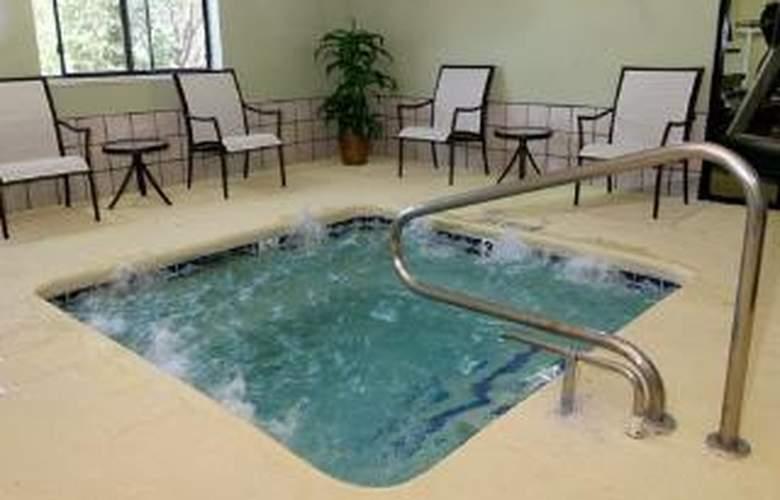 Comfort Inn & Suites - Pool - 6