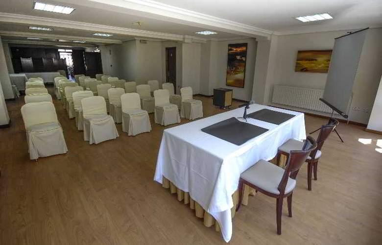 Vigo Plaza - Conference - 13