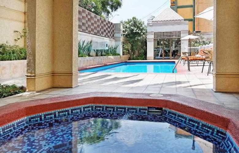 Holiday Inn Express Antofagasta - Pool - 23