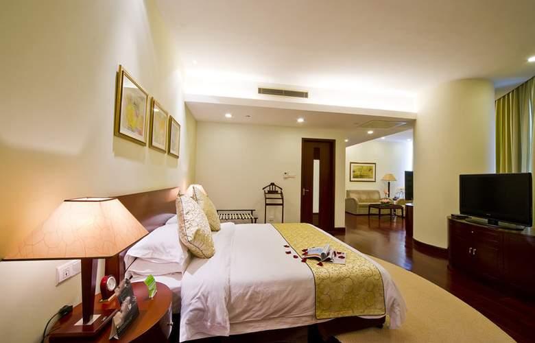 Ramada Plaza Sino-Bay - Room - 1