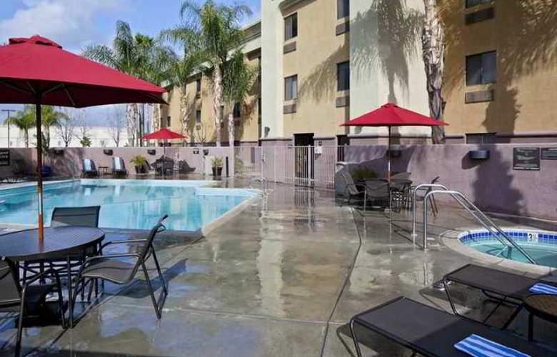 Arrowhead Inn & Suites - Hotel - 2