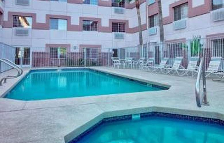 Comfort Suites Airport - Pool - 5