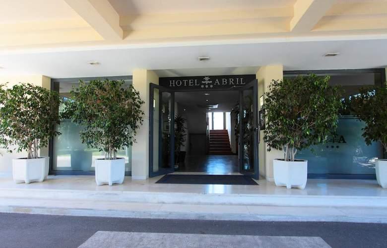Hotel Residencia Abril - Hotel - 0