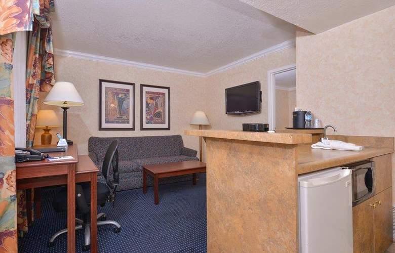 Best Western Plus Innsuites Phoenix Hotel & Suites - Room - 68