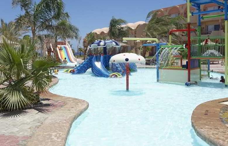 Three Corners Sea Beach Resort - Pool - 2