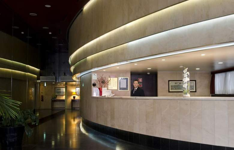 VIP Executive Éden Aparthotel - General - 1