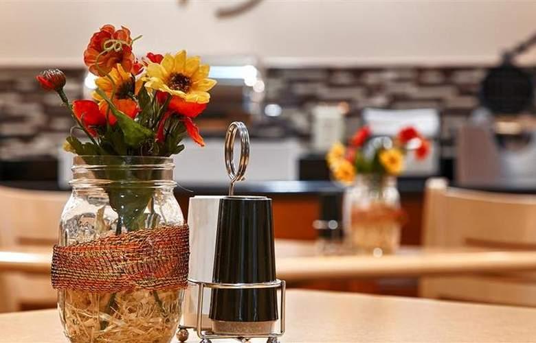 Best Western Kansas City Airport-Kci East - Restaurant - 84