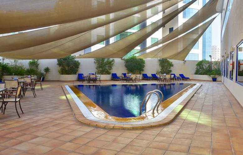 Swiss-Belhotel Sharjah - Pool - 2