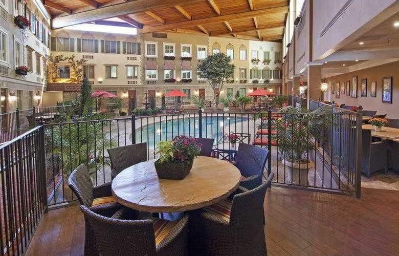 Best Western Plus White Bear Country Inn - Hotel - 17