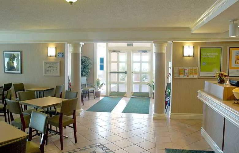 La Quinta Inn Galveston - Seawall South - Bar - 6