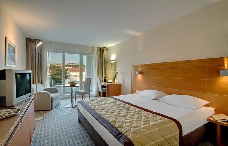 Luna Island Hotel - Room - 11