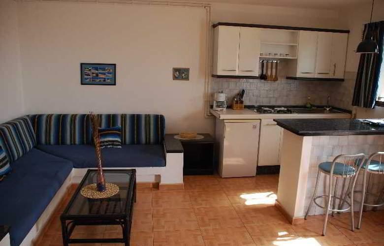 Apartamentos Alberto - Room - 0
