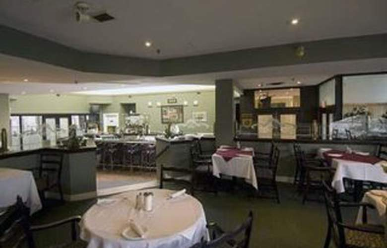 Quality Hotel & Executive Suites Oakville - Restaurant - 9