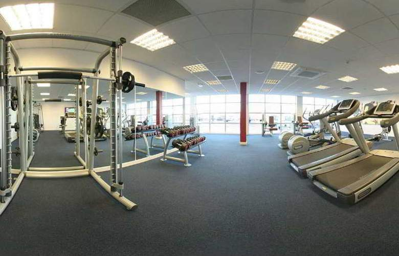 Park Inn Leigh (Leigh Sports Village Hotel) - Sport - 5