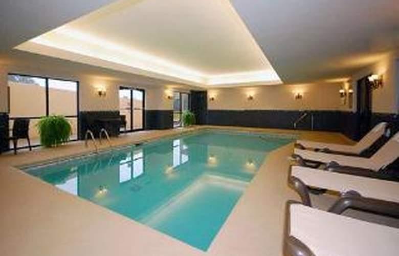 Comfort Suites Commerce - Pool - 5