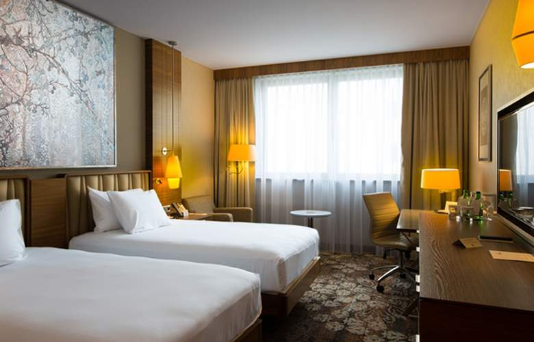 DoubleTree by Hilton Krakow Hotel & Convention Center - Room - 8