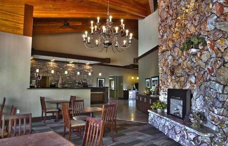 Best Western Town & Country Inn - Hotel - 32