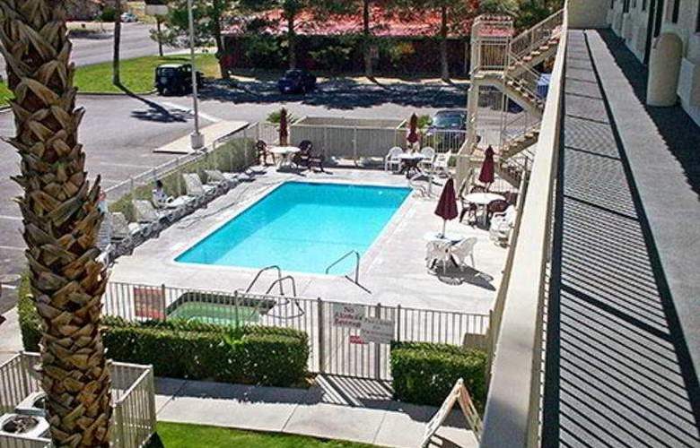 Motel 6 Twentynine Palms - Pool - 3
