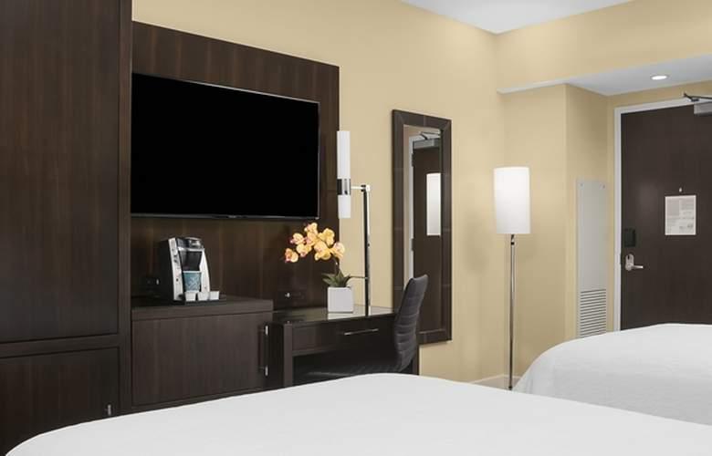 Hilton Garden Inn New York-Times Square Central - Room - 12
