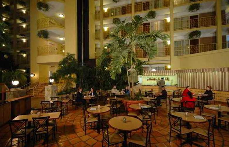 Embassy Suites Denver Aurora - Hotel - 8