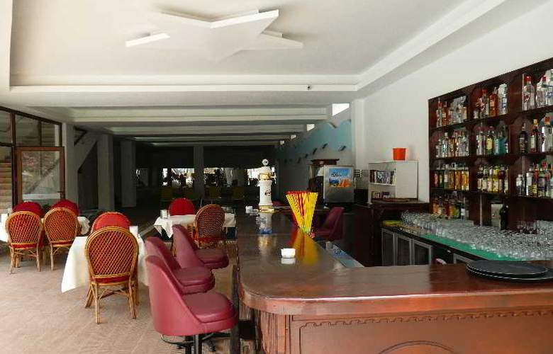 Golden Life Resort Hotel & Spa - Bar - 3