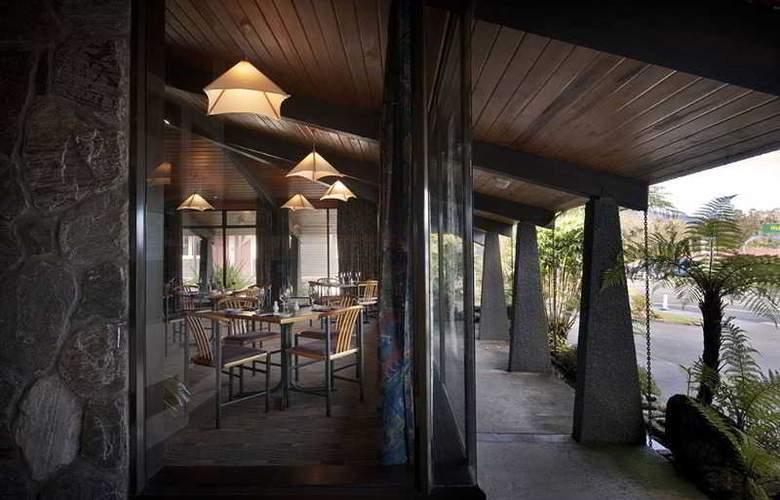 Heartland Hotel Glacier Country - Bar - 13