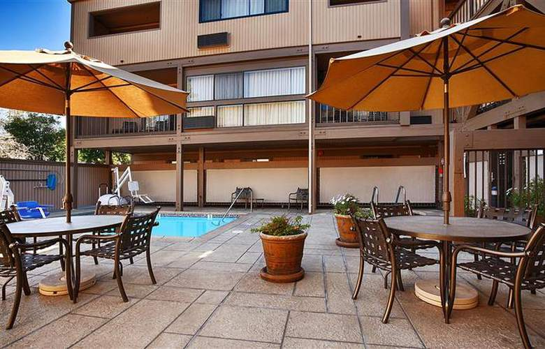 Best Western Plus Inn At The Vines - Pool - 24