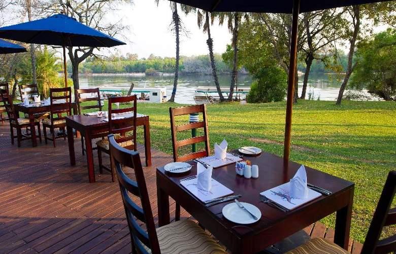 A Zambezi River Lodge - Restaurant - 11