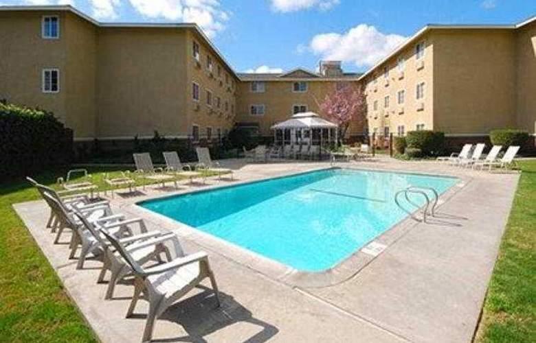 Comfort Inn Modesto - Pool - 3