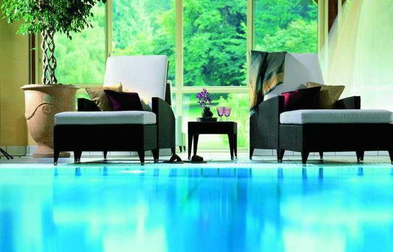 Royal Evian Resort - Pool - 6