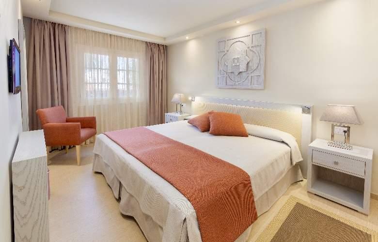 Club Ambassador Apartamentos - Room - 1
