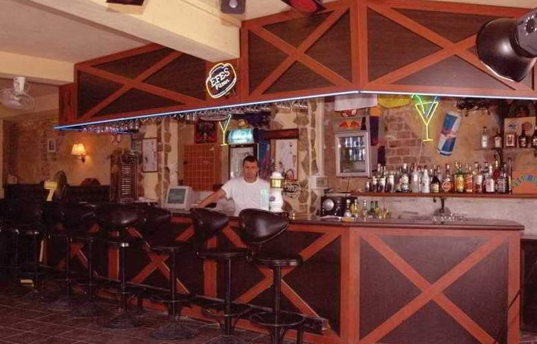 Sunbird Apart Hotel - Bar - 9