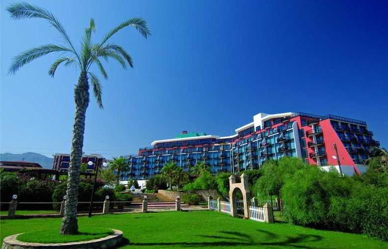 Merit Crystal Cove - Hotel - 0