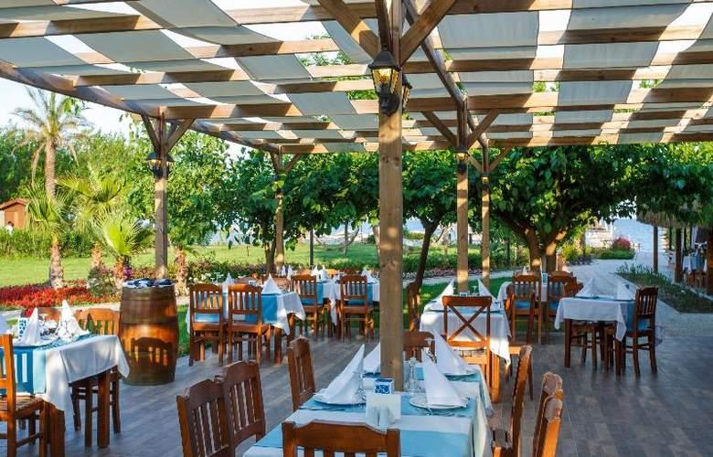 Novia Lucida Beach Hotel - Terrace - 30