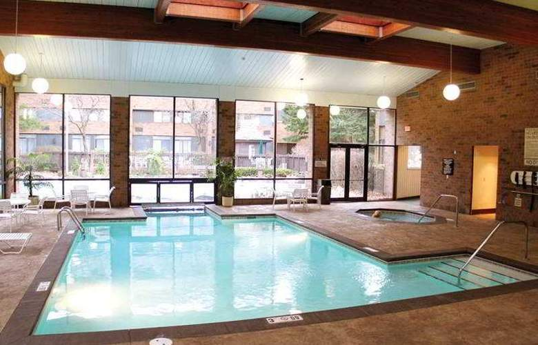 Crowne Plaza Grand Rapids - Pool - 2