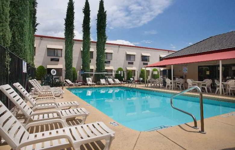 Holiday Inn Express Sedona Oak Creek - Pool - 14