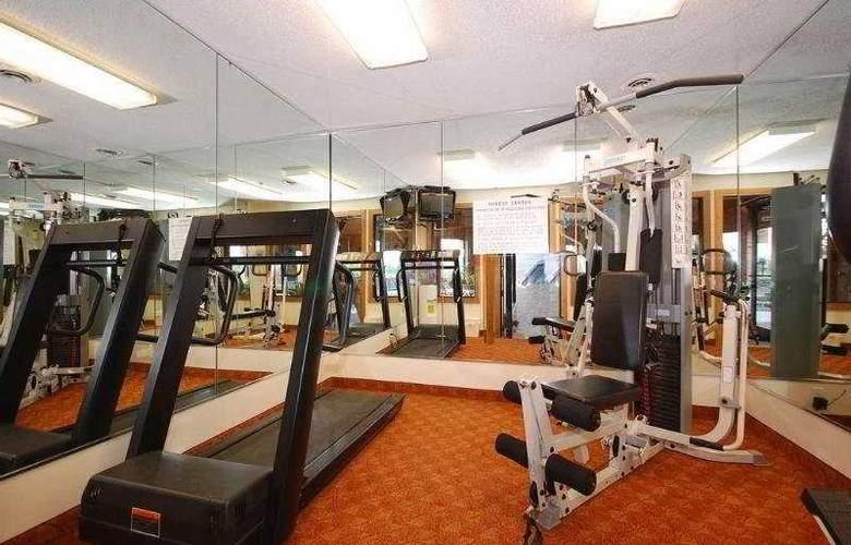 Best Western Plus Lakewood Inn - Sport - 10